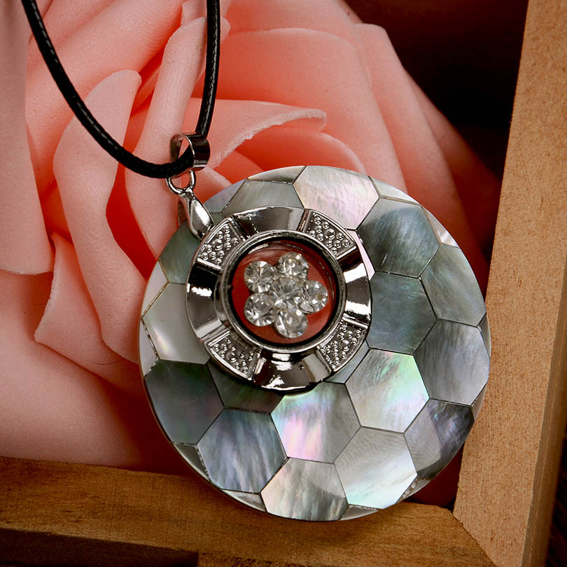 Fashion jewelry Pendants for women Retro necklace Class Women Girls Lady party Pendant women Necklace gift Shell Carved necklace(China (Mainland))