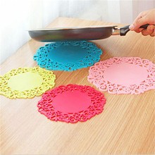 2pcs Round Cup Bowl Insulation Mat Table Non-Slip Potholder Tableware Pad Home Hotel Placemat Color Random(China (Mainland))