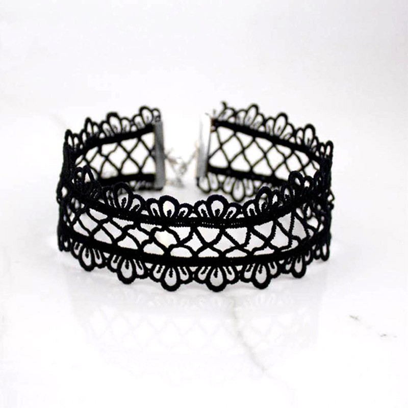 Sexy-hollow-out-lace-black-choker-necklace-Short-punk-vintage-necklace-with-chain-Chic-daisy-flower (2)