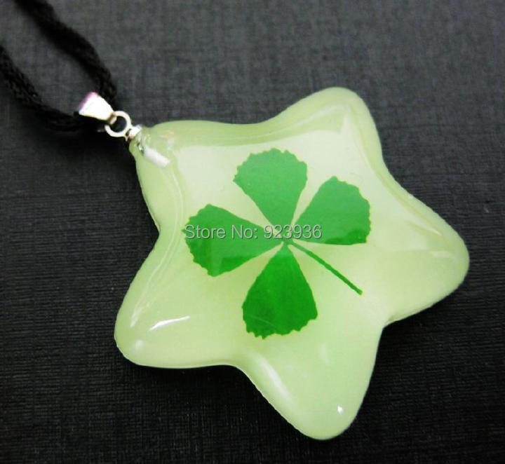 Free Shipping $46 50pcs Lovely five star shaped real green four leaf clover lucky St. Patrick's Day glow in dark pendant(China (Mainland))
