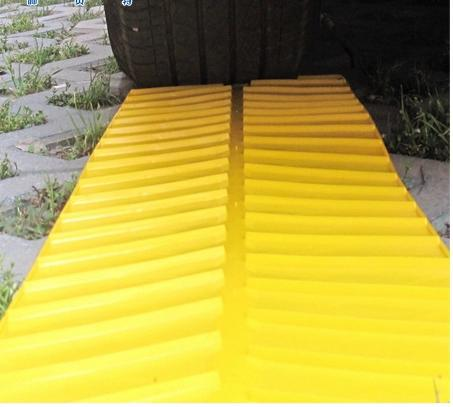 yellow Automobile Car Foldable Tyre Grip Tracks Traction Tracks Mats Escaper Snow Chains Bailout Plate 2pcs