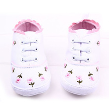 2015 Elegant Baby Shoes 2 Colors Little Lace Embroidered Cotton Shoes Soft Bottom Baby Girl Shoes First Walkers Wholesale(China (Mainland))