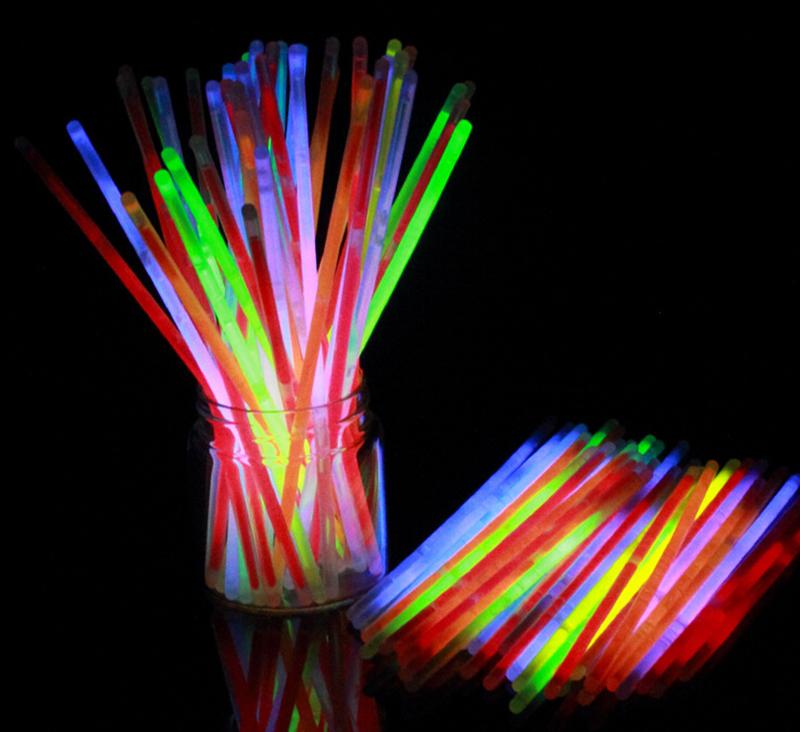100PCS Glow Sticks Bracelets Neon Colors Party Favors DIY Bracelet Light up Toys Prom Supplies Bar Club Holiday Decorations(China (Mainland))