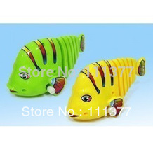 Free shipping hot sale funny plastic promotional toy clockwork swimming big fish 15*6*7cm prizes for kids