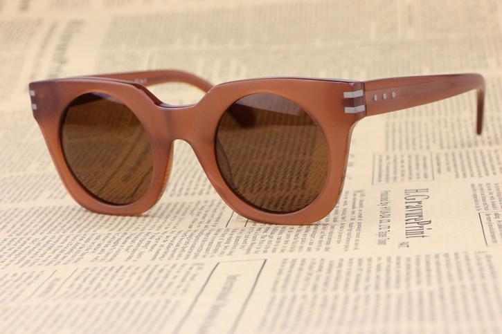Фотография The new Matte Coffee  Unisex Sunglasses 532 Fashion wild Square Frame Minimalist design Cozy Elegant Cute