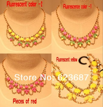 Free shipping New Fashion Fluorescent color leaves stitching wild Short Necklace paint color