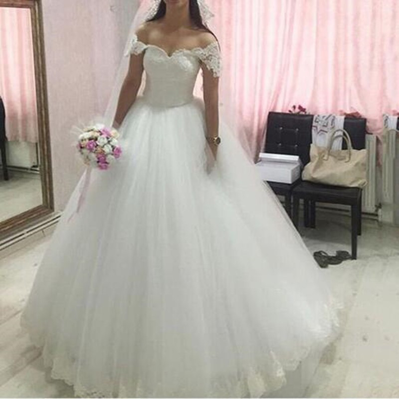 Romantic puffy wedding dresses white lace 2016 vintage for Wedding dresses with sleeves cheap