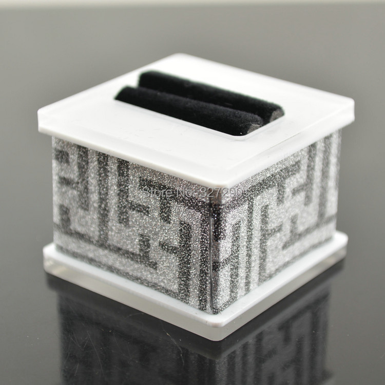 Super High Quality Acrylic Finger Ring Display Case Silver Color Grate Walls Ring Holder Box Fit For Ring Photo Taking(China (Mainland))