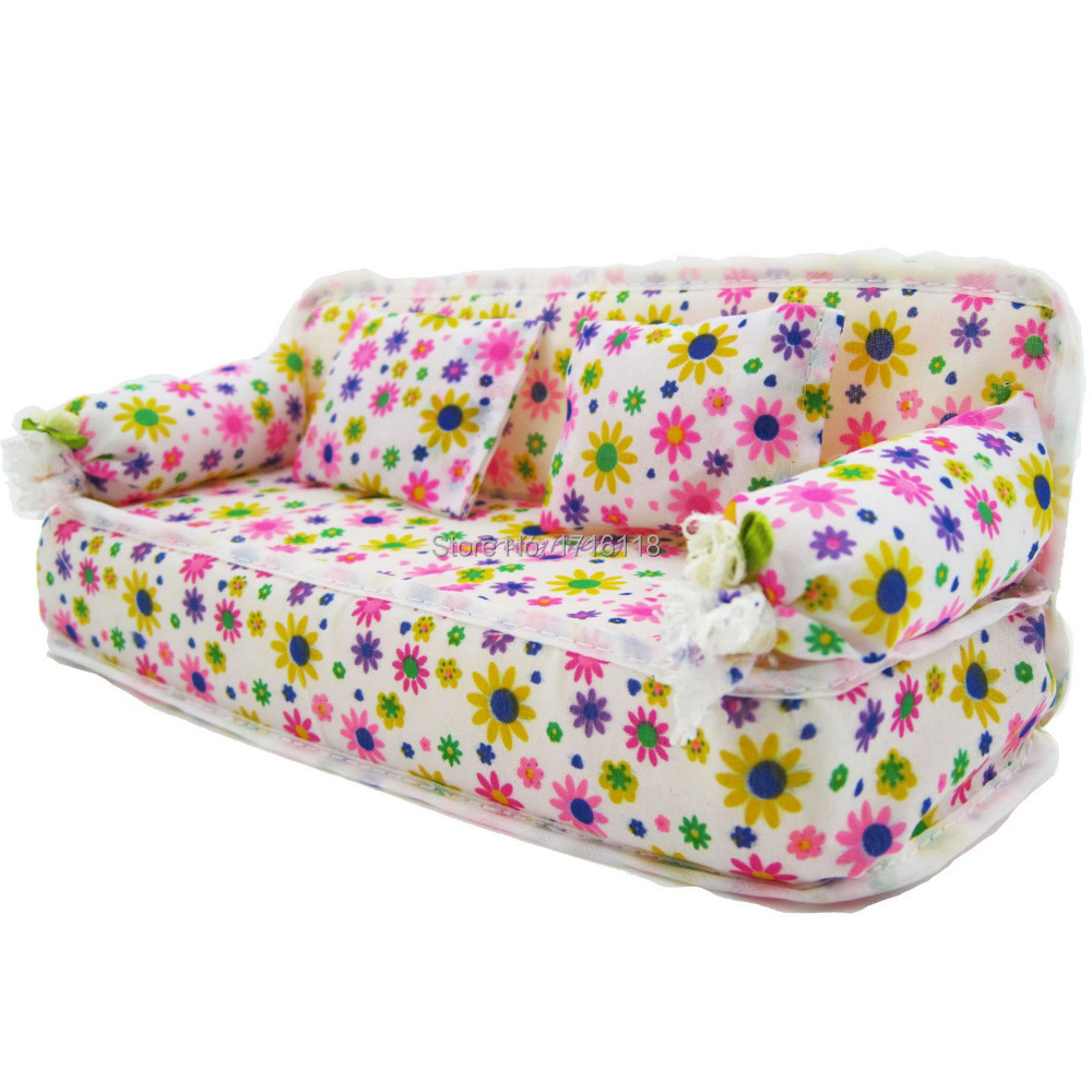 One Pcs Mini Dollhouse Furniture Flower Sofa Couch With 2 Cushions For Barbie House Toys(China (Mainland))