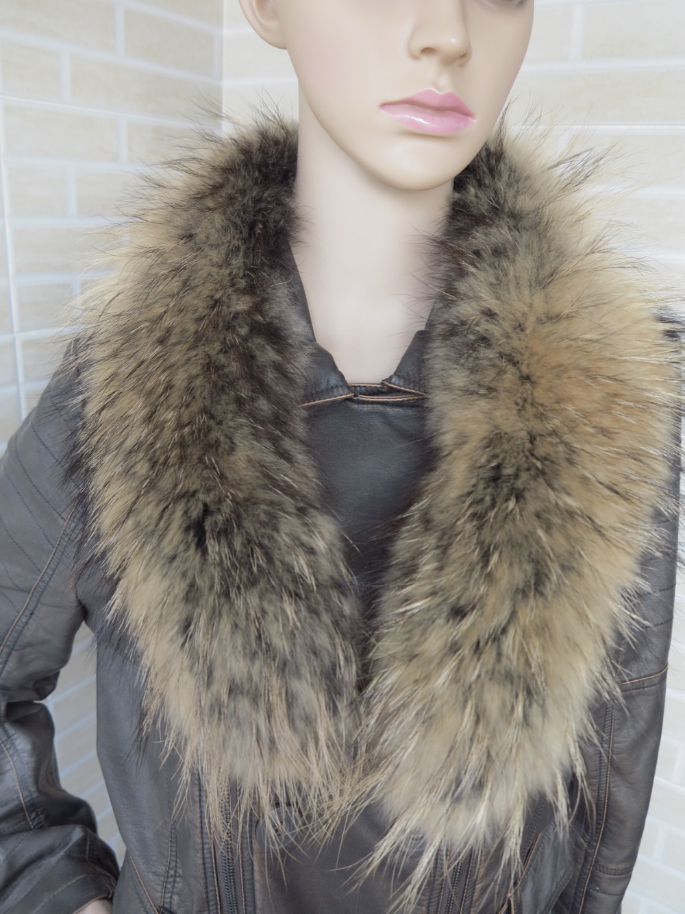 Genuine whole skin Raccoon fur collar (black ground brown tips) scarf(China (Mainland))