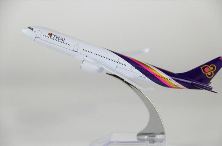 chilren gift plane model A330 Thailand Airlines aircraft A330 Metal simulation airplane model for kid toys Christmas gift(China (Mainland))