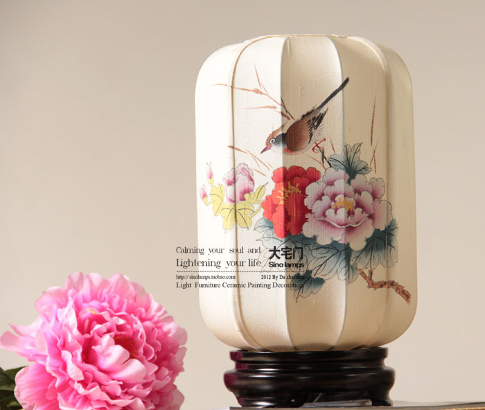 New style silk chinese classical table lamp ofhead wood base silk fabric hand painting lamp(China (Mainland))