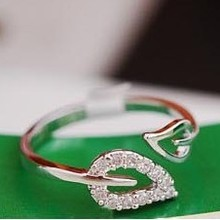 R086 2016 new (or) two anti - Drilling retro leaves - Korean female couple rings influx of people jewelry free shipping(China (Mainland))