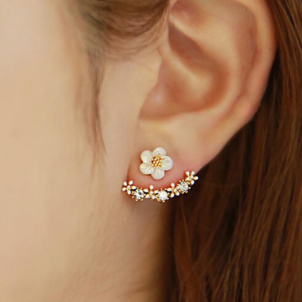 Sale 2016 Korean Style Cute Gold/Silver Crystal Flower Ear Piercing Stud Earrings Women Rhinestone Earings Fashion Jewelry(China (Mainland))