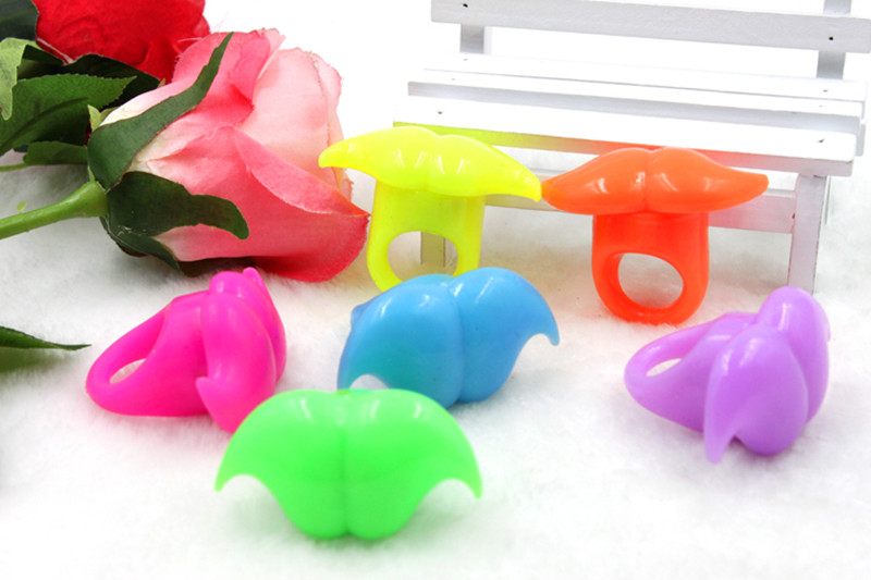 100pcs/lot LED Flashing Light Mustache Jelly Finger Rings Glow Blinking Beard Ring Toy For Concert Halloween Party Decoration<br><br>Aliexpress