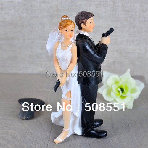"""Secret Agents"" Bride & Groom Wedding Cake Topper For Wedding Party Cake Decoration Resin Craft Gift(China (Mainland))"