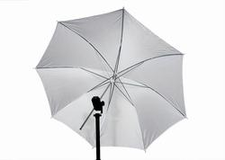 Белый зонтик для освещения студии