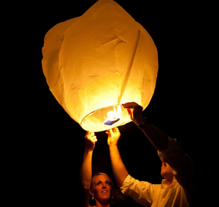 10pcs/lot White Paper Chinese Lanterns Fire Sky Balloons Fly Candle Lamp for Birthday Wish Party Wedding Decoration(China (Mainland))