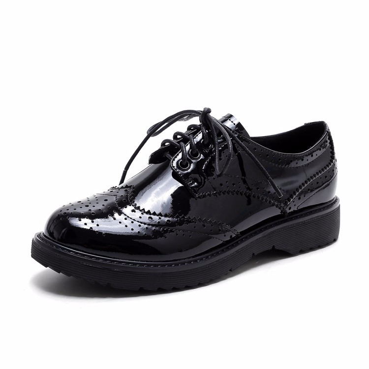 Women Patent leather Fretwork Vintage Flat Oxford Shoes Woman 2017 Fashion British style Brogue Oxfords women shoes moccasins