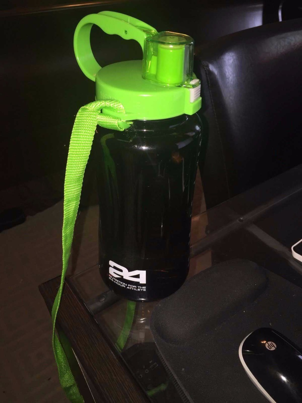 HERBALIFE 2000ml sport shake bottle tritan plastic material with gree lid straw inside easy to drink(China (Mainland))