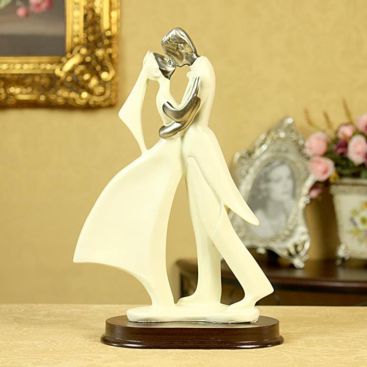 Romantic Wedding Gift For Groom : European Wedding Cake Topper Couple Romantic Groom Bride Gift Figurine ...