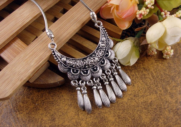 NR111 Bohemian Carved Flower Moon Pendant Tibetan Silver vintage retro Choker Collar Necklace jewelry for Women Girl(China (Mainland))