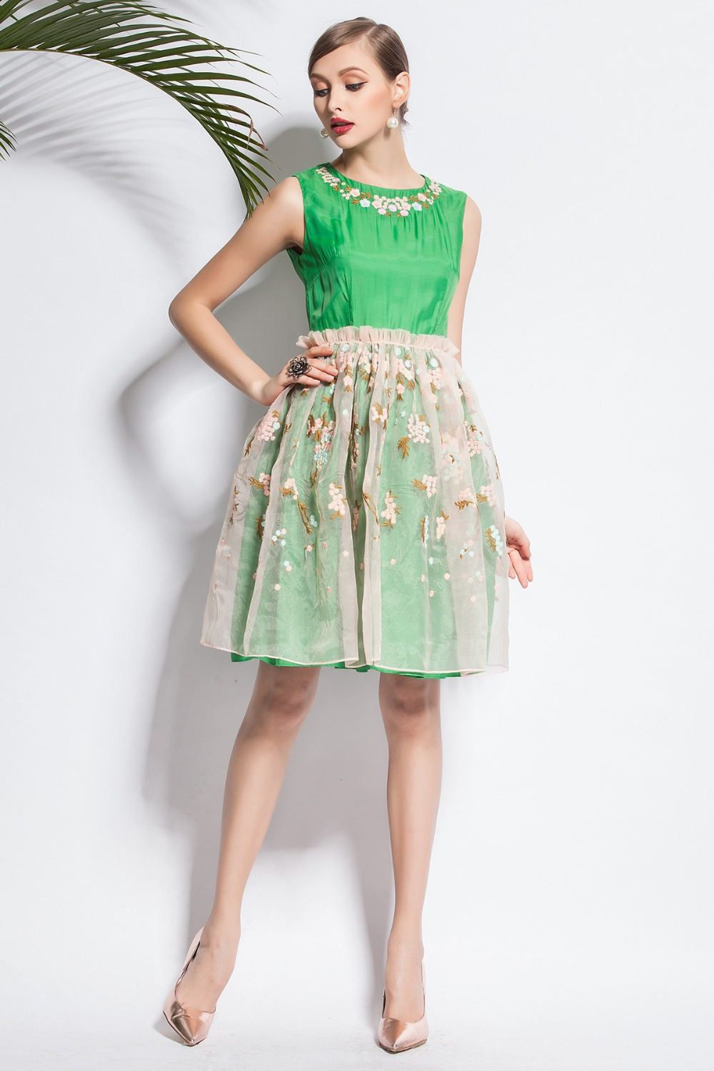 New Arrival 2015 New Fanshion Casual Style dresses Green/Yellow Embroidery Sleeveless Tank Dress(China (Mainland))