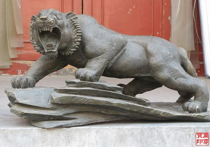 "xiuli 003839 24""China Bronze Wild Tiger Wander in the granite stone king of beasts statue(China (Mainland))"