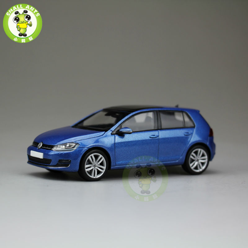 1:43 Scale VW Volkswagen Golf 4 doors Diecast Car Model Toys Blue(China (Mainland))