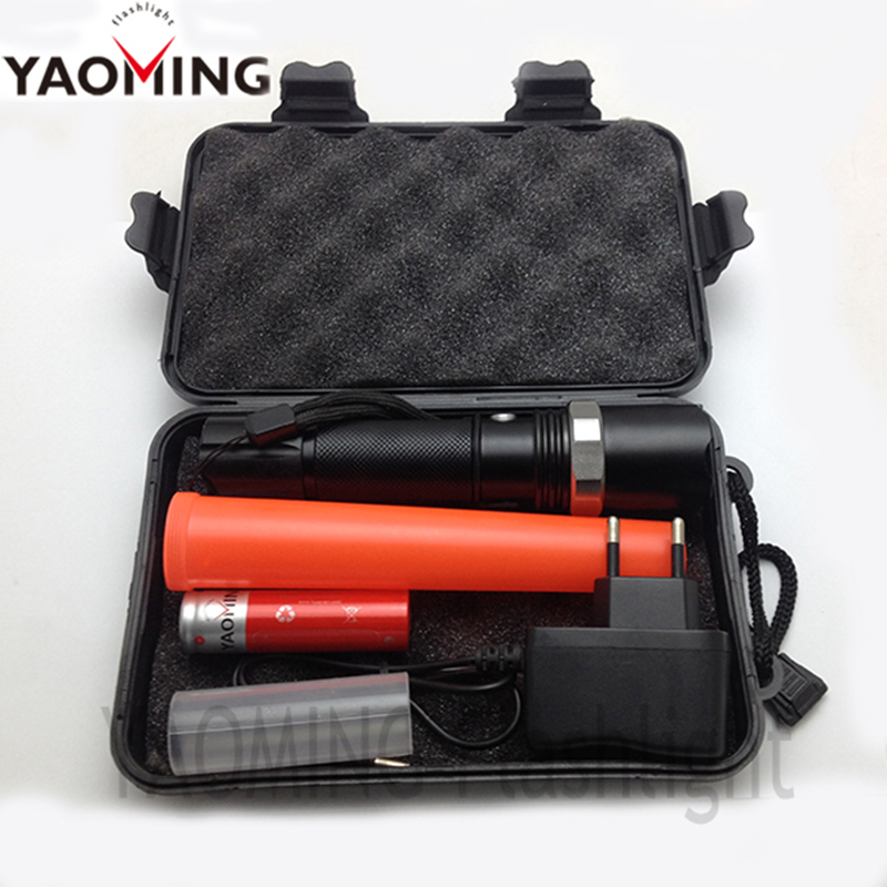 High power CREE Q5 1000Lm waterproof 3 modes Zoomable traffic wand flashlight torch police lantern by 18650 or 3 x AAA(China (Mainland))