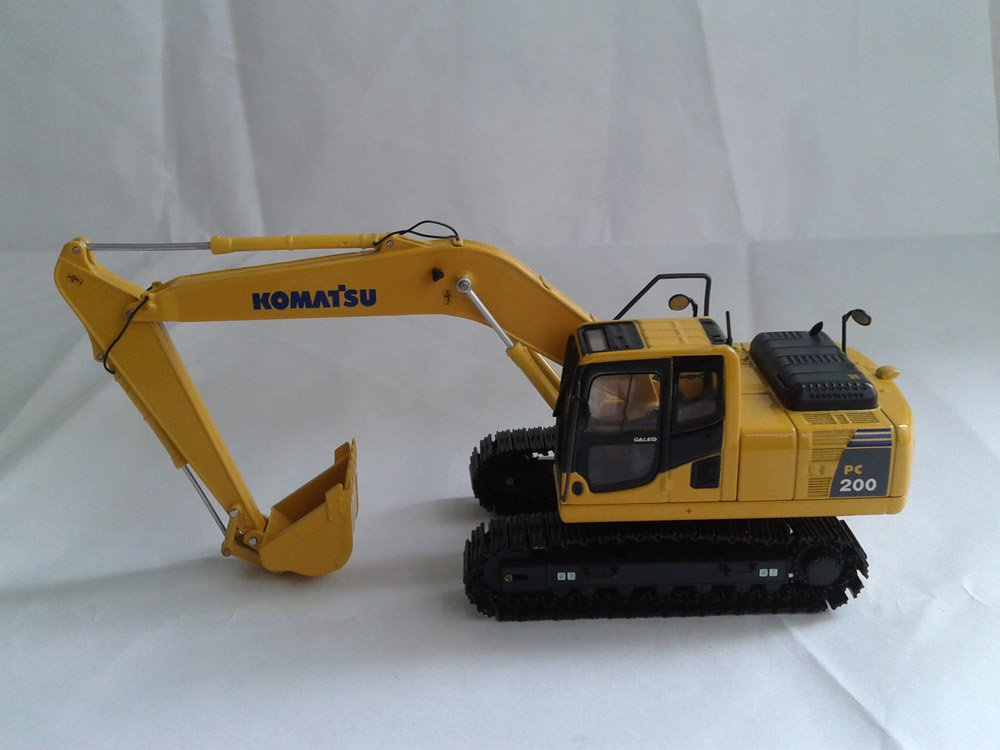 1:50 Komatsu PC200-8 EXCAVATOR toy(China (Mainland))