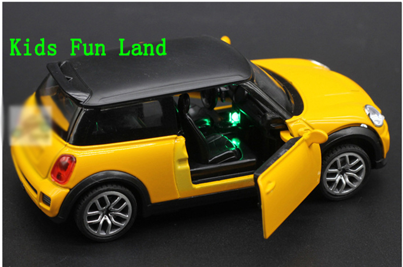 Free Shipping 1:32 MINI COOPER S Countryman Diecast Car Model Toy Sound&Light Toy Collecion(China (Mainland))