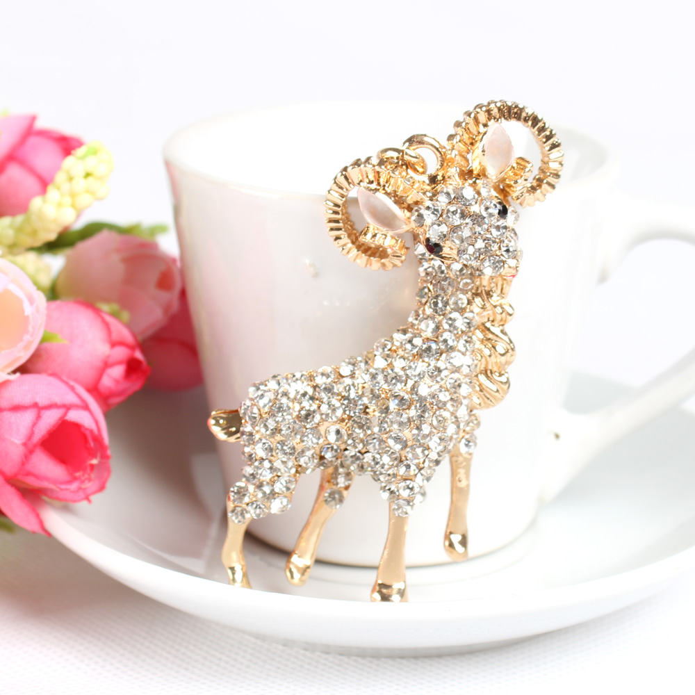 Lovely White Running Sheep Goat Charm Pendant Crystal Purse Keychain Party Gift