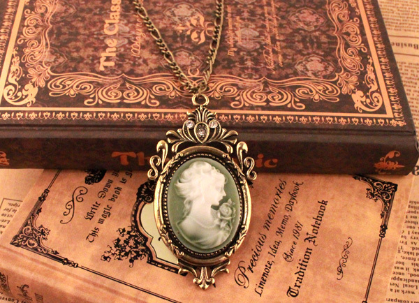 2015 Hot Queen Pendant Necklace Vintage Cameo Retro Belle Cameo Sweater Chain Necklace N1210A(China (Mainland))