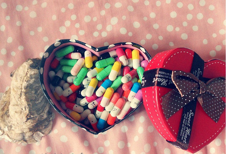 ! Heart Gift Box Love PIlls/Capsule inside,220 pieces/lot Message Pills, Uniquie Valentine - Happy Healthy store