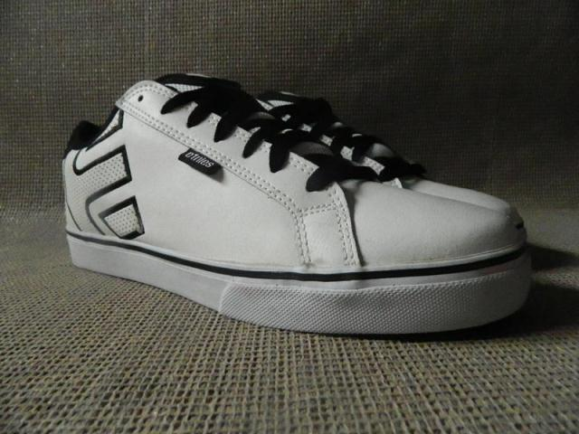 etnies Men Shoes Skateboarding Euro size 45 With Defect Cheap to Sell(China (Mainland))