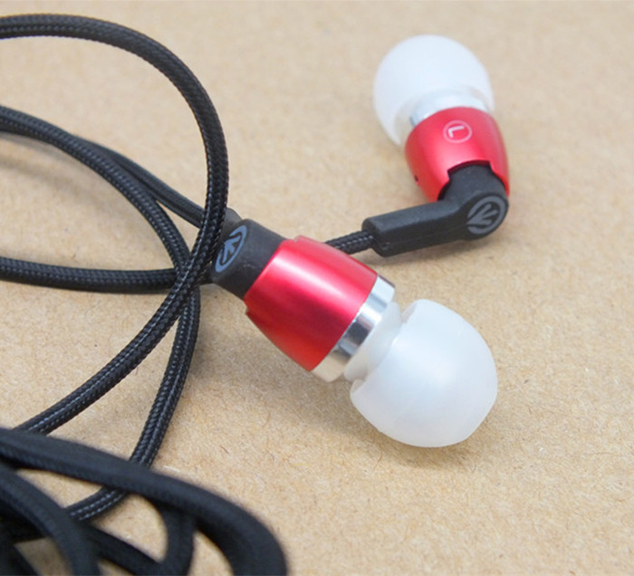 original Mini Speaker clear bass Stereo headset Microphone Metal In Ear Earphones Braided wire durable(China (Mainland))