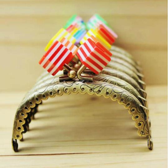 20pcs 8.5cm embossed purse frames,purse kiss clasp diy bag frames,sewing handbag accessories drop ship zp170(China (Mainland))