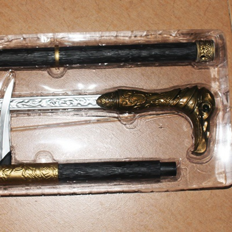 Anime toys Assassin's Creed Syndicate weapons COSPLAY props 1: 1 Lawrence of cane swords sleeve cuff Shui cane sword