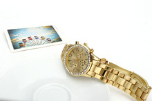 The new 2015 quartz watches gold rhinestone business watches luxury leisure fashion ms steel band watches