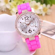 2015 New Fashion Style Sparking Crystal Rhinestone Wommen Watches Silicone Band Casual Ladies Watch Relojes Mujer Drop Shipping