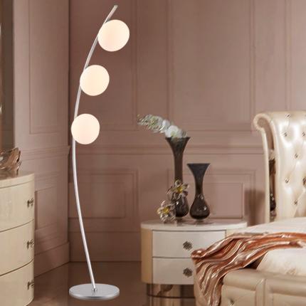 Koop minimalistische boog bolvorm ikea vloerlamp creatief ontwerp drie takken - Lichten ikea schorsingen ...