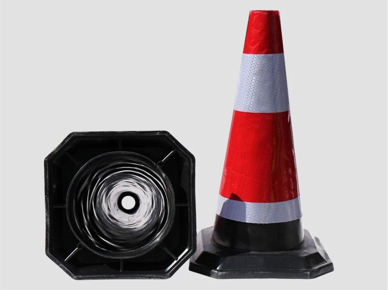 Lower price 50CM Rubber Heavy Duty Marker traffic Cones with high reflective film with light(China (Mainland))