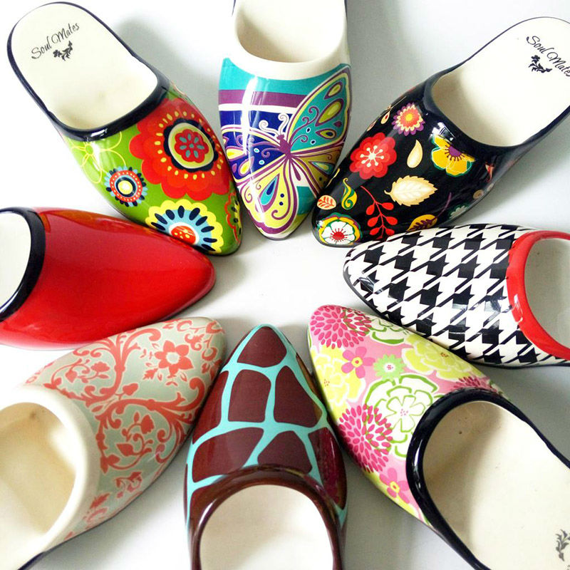A PCS Colourful Handmade Ceramic High Heeled Shoes Bosom Female Friend Gift Home Hotel Chinaware Decoration(China (Mainland))