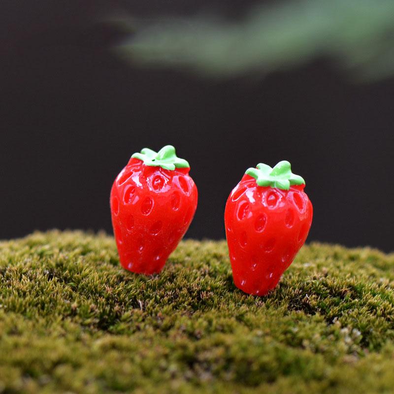2pcs Mini Kawaii cabochons Strawberry shortcake Resin DIY Craft statue fairy garden ornaments Micro Landscape adornos de resina(China (Mainland))