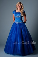 2016 Royal Blue Red Long Ball Gown Satin Tulle Modest Prom Dresses With Sleeves Floor Length Beaded Corset Prom Gowns Modest(China (Mainland))