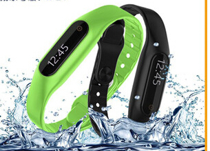 The new bluetooth intellectual bracelets call reminder text messages and waterproof step swimming program(China (Mainland))