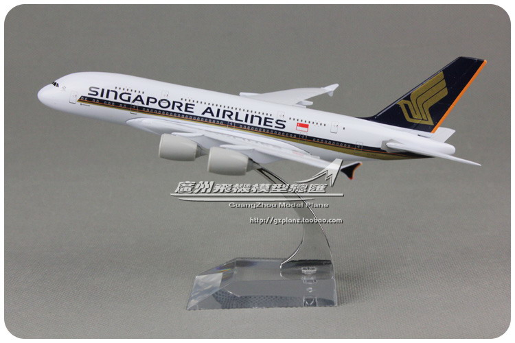 18cm Metal Alloy Plane Model Air Singapore Airlines A380 9V-SKA Aircraft Airbus 380 Airways Airplane Model w Stand Toys(China (Mainland))