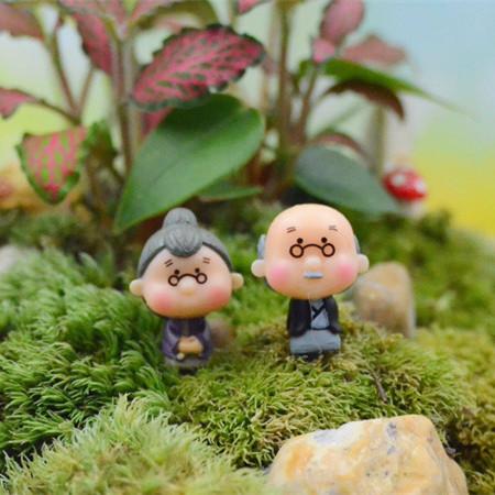 Old Granny/fairy garden gnome animals/moss terrarium home desktop decor/crafts/bonsai/doll house/miniatures/ DIY(China (Mainland))