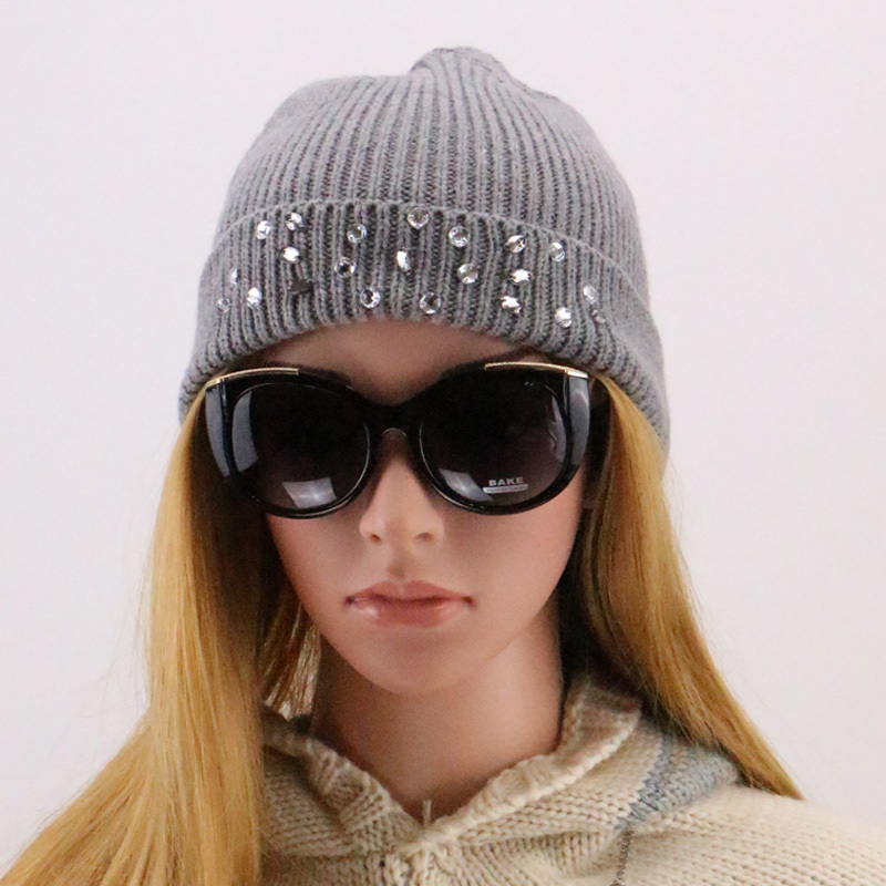 2015 New Fashion Winter High Quality Knitted Hat with Rhinestone Diamond for Decoration Red Pink Grey Women Casual Tocas Beanies(China (Mainland))